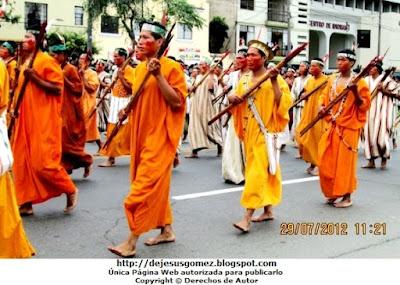 Foto del Comité de Autodefensa del Corredor de la Selva desfilando con sus respectivos trajes típicos por Jesus Gómez