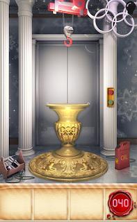 Задача в том, чтобы большую вазу отодвинуть в сторону, так как она мешает.