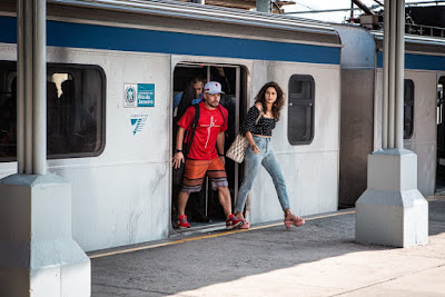 'Amor de Mãe': Thiago Martins e Nanda Costa gravam cenas de Ryan e Érica na Central do Brasil — Foto: Gabriel Nascimento/Gshow