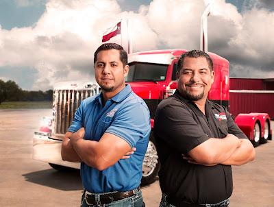 """Os irmãos Raúl (esquerda) e Rolando Méndez de """"Texas Chrome: Negócios de Família"""" - Divulgação"""