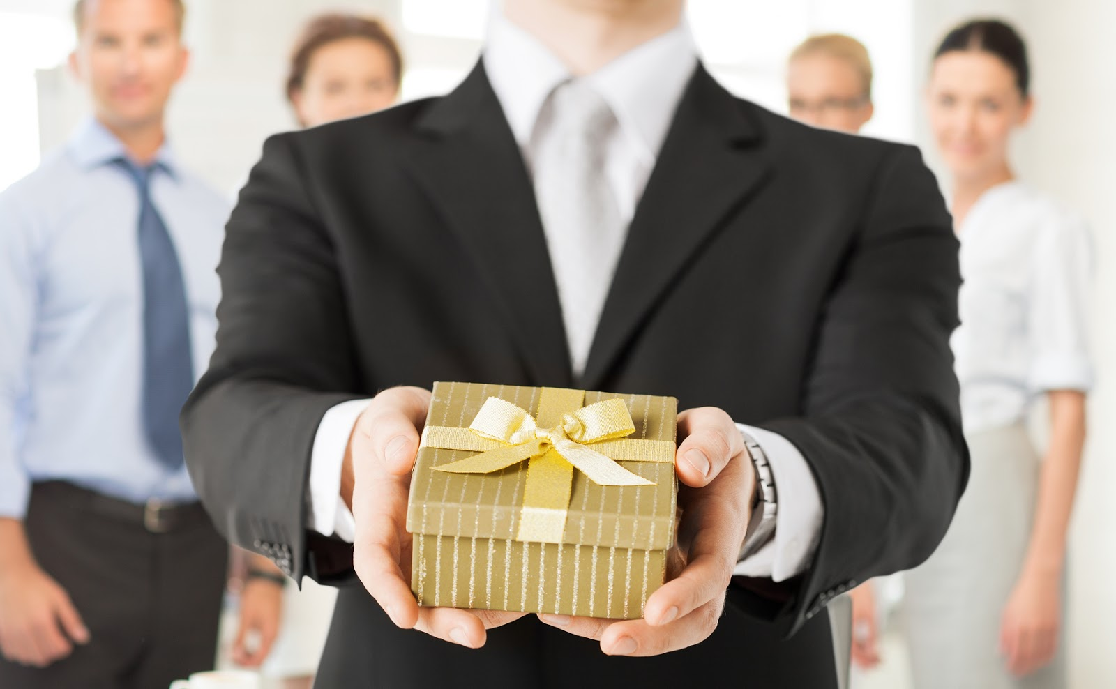 When Is The Right Time To Gift Your Colleague?