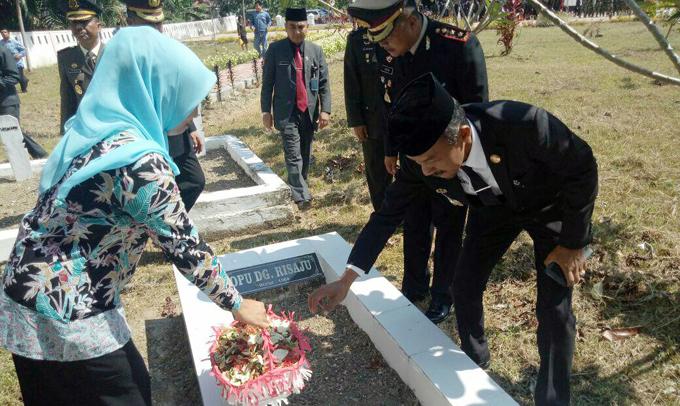 Peringati Hari Pahlawan, Cakka Ziarah ke Makam Opu Daeng Risadju