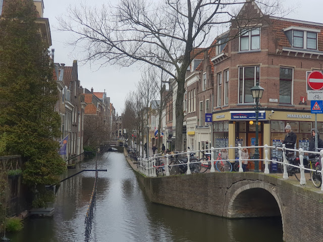 תעלה גשר ואופניים - מראה אופייני במרכז דלפט