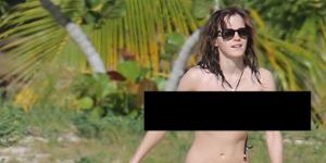 Emma Watson nua em praia de nudismo