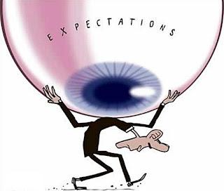 Como explicar a expectativa em relação ao Estado mesmo frente à incapacidade, às ações e à ética dos políticos e burocratas que o compõem?