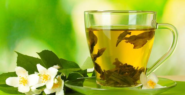 teh-hijau-vs-teh-hitam