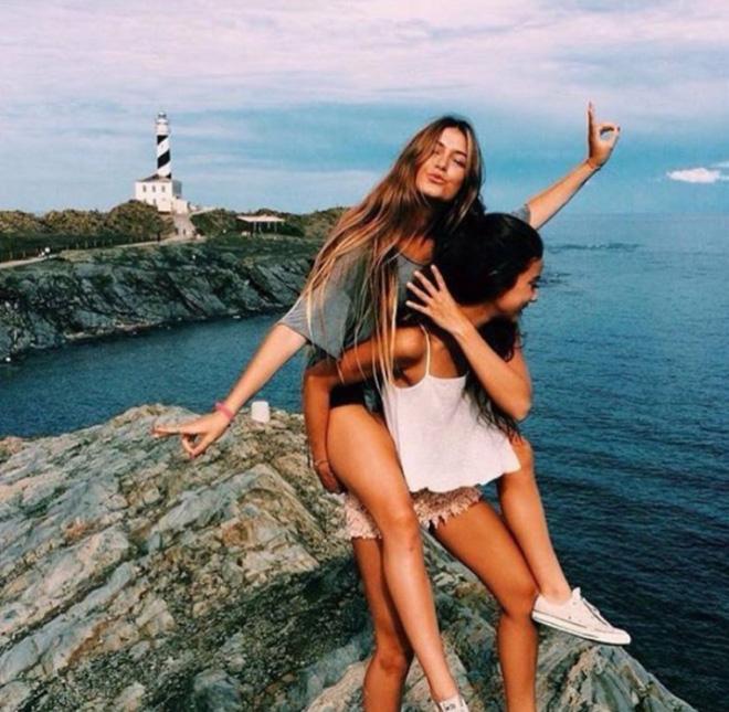 """2 Cô bạn thân xinh đẹp khơi dậy trào lưu """"đi du lịch khắp thế giới cùng cô bạn gái thân 24"""