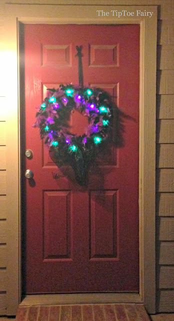 Halloween Glam Spider Wreath   The TipToe Fairy #halloweenglam #halloween #halloweendecor #halloweendecorations #wreathtutorial
