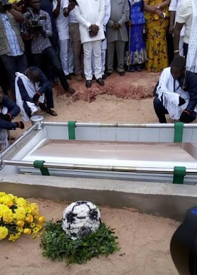 Former Super Eagles Coach, Stephen Keshi Buried Amid Tears In Delta State (See Photos)