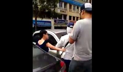 [VIDEO] VIRAL PASANGAN BIA'DAP TARIK BAJU, KEPUNG PENGUATKUASA WANITA MBSA