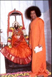 Sai Baba dari India : Pria ini mengaku tuhan. dan katanya bisa menghidupkan orang mati