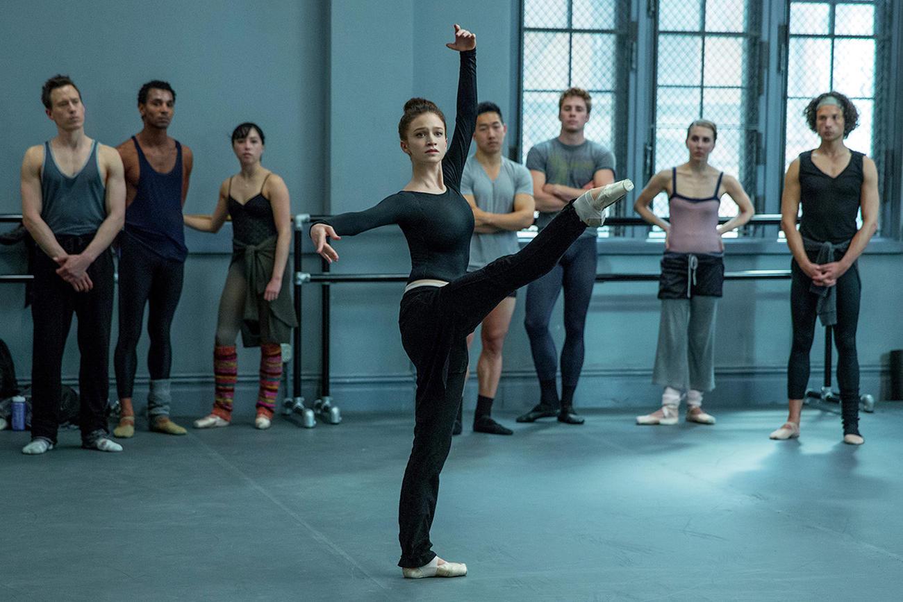 Sarah Hay como Claire en 'Flesh and Bone'