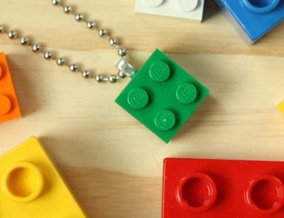 4. Kalung lego
