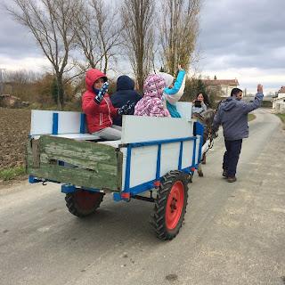 Agroturismo Arkaia. La granja de Usama. En carro hacia Arkaia. Vitoria - Gasteiz