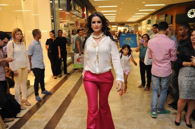7f6d22eca Dando início aos eventos de moda promovidos pelo Shopping Barra no mês de  setembro, as lojas Forum, Brooksfield, Francesca Romana Diana e Água de  Coco ...