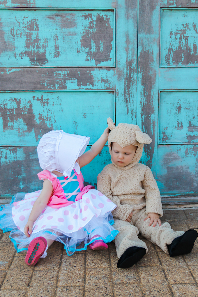 kids halloween costume, twin costume, twin halloween costume, little bo peep, little bo peep costume, sheep costume, kids sheep costume, kdis halloween costumes, twin blog, twin parenting, boy girl twins, halloween, halloween costumes, baby halloween costume, baby costume