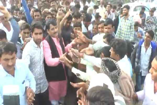 shankar-chaudhary-greeted-people-vav