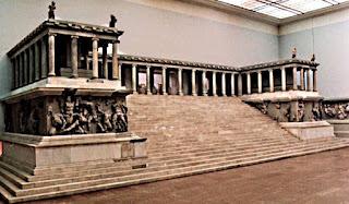 Фотография Пергамского алтаря