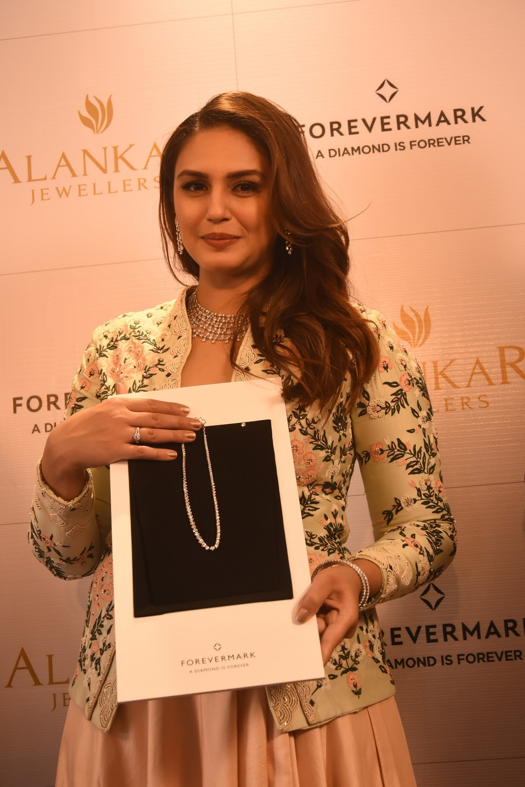 Keep smiling forevermark launches at alankar jewellers in patna patna 4th december 2017 alankar jewellers a brand that hasset unmatched standards of quality and service have partnered with forevermark the diamond malvernweather Image collections