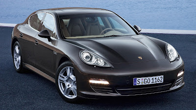Porsche Panamera right side front image