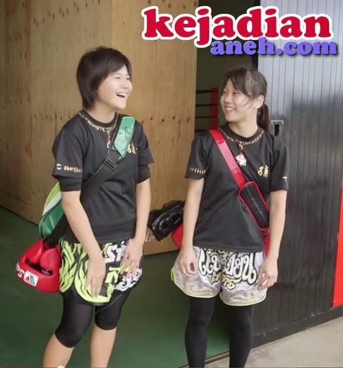 sekolah ninja Atraksi Ninja Wanita Melompati Gedung rumah di Jepang