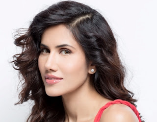 Sonnalli Seygall Biography Age Height, Profile, Family, Husband, Son, Daughter, Father, Mother, Children, Biodata, Marriage Photos.