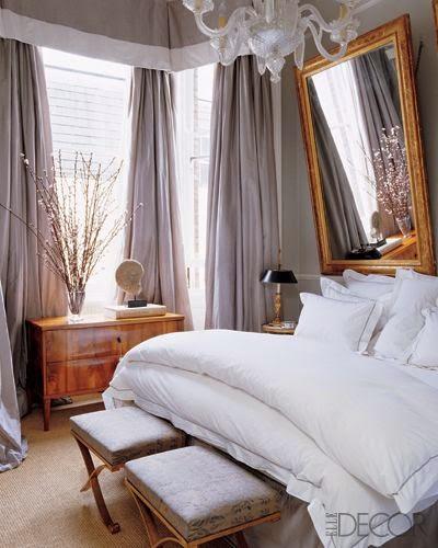 decorar dormitorio pared gris y dorado