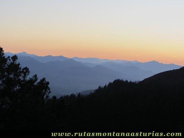 Ruta Pienzu por Mirador Fito y Biescona: Anocheciendo en el Centro de ASturias