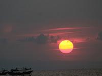 Menikmati Sunset di Kawasan Pantai Tasikagung Rembang