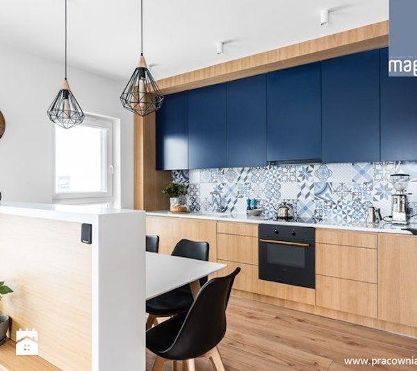 kuchnia, kolorowa, drewno, biała, kafelki