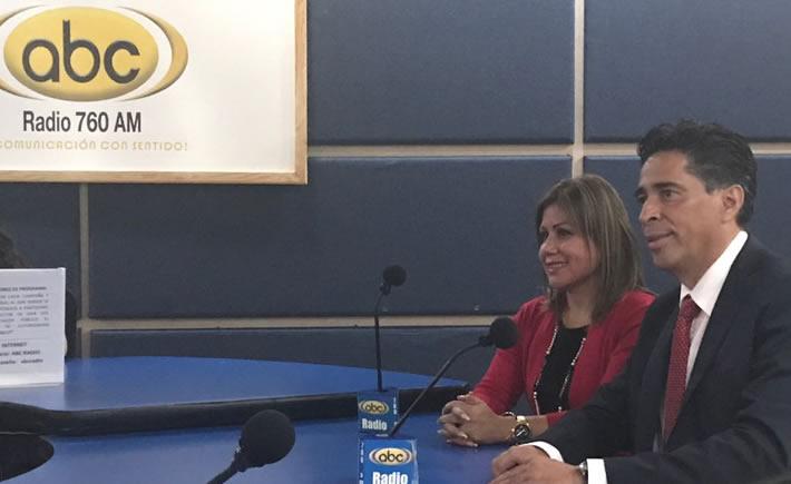 Silvia Ortiz Ruiz, directora Vanguardia Industrial Radio y Octavio Fernández, conductor de Vanguardia Radio y experto en manufactura. (Foto: Vanguardia Industrial)