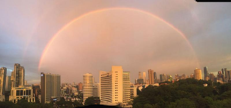 A double rainbow that appeared in the evening on 30 September 2016 got Singaporeans all excited.