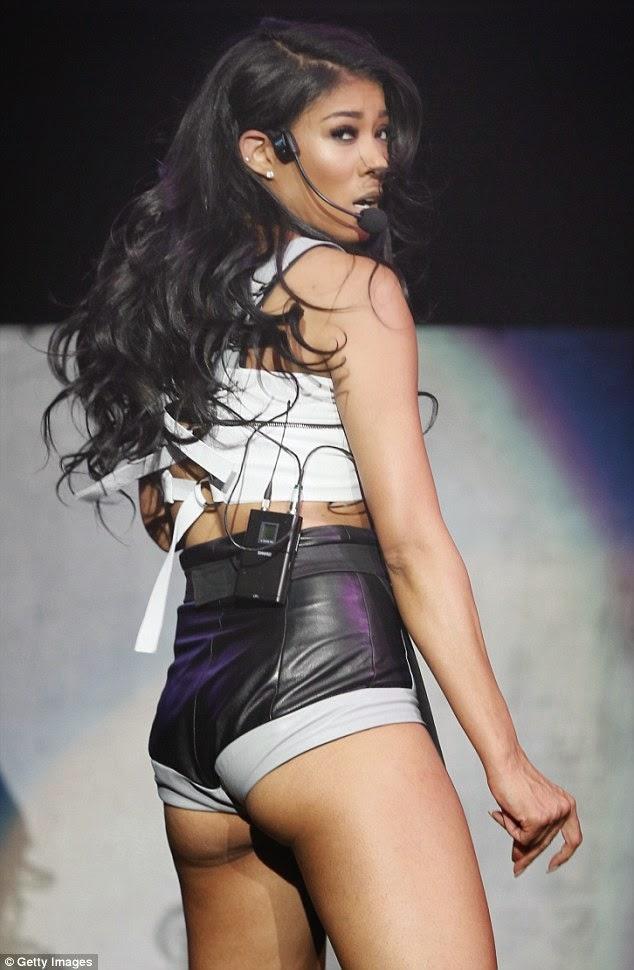 Carmen Electra Shaking Her Ass 15