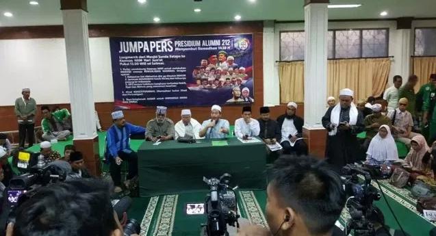 """Ajak Masyarakat Kibarkan Bendera Setengah Tiang Sambut Habib Rizieq, Presidium Alumni 212 """"Ultimatum"""" Presiden Jokowi"""