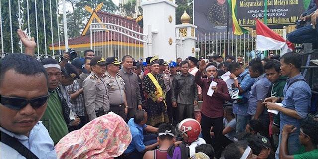 Gubernur Riau Arsyad Juliandirachman temui Suku Sakai