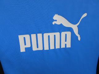 中古品のプーマTシャツ水色のロゴマークです。130㎝