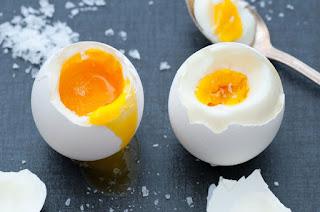 ¿Qué pasa si uno come mucho huevo?