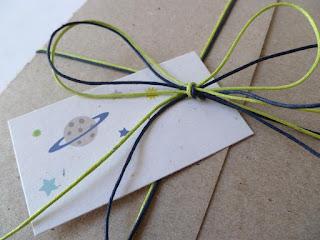 πρόσκληση βάπτισης από χαρτί craft με καρτελάκι για το όνομα του καλεσμένου