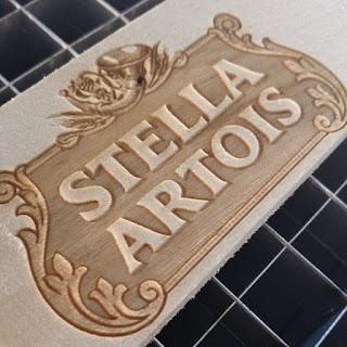 placa com logotipo