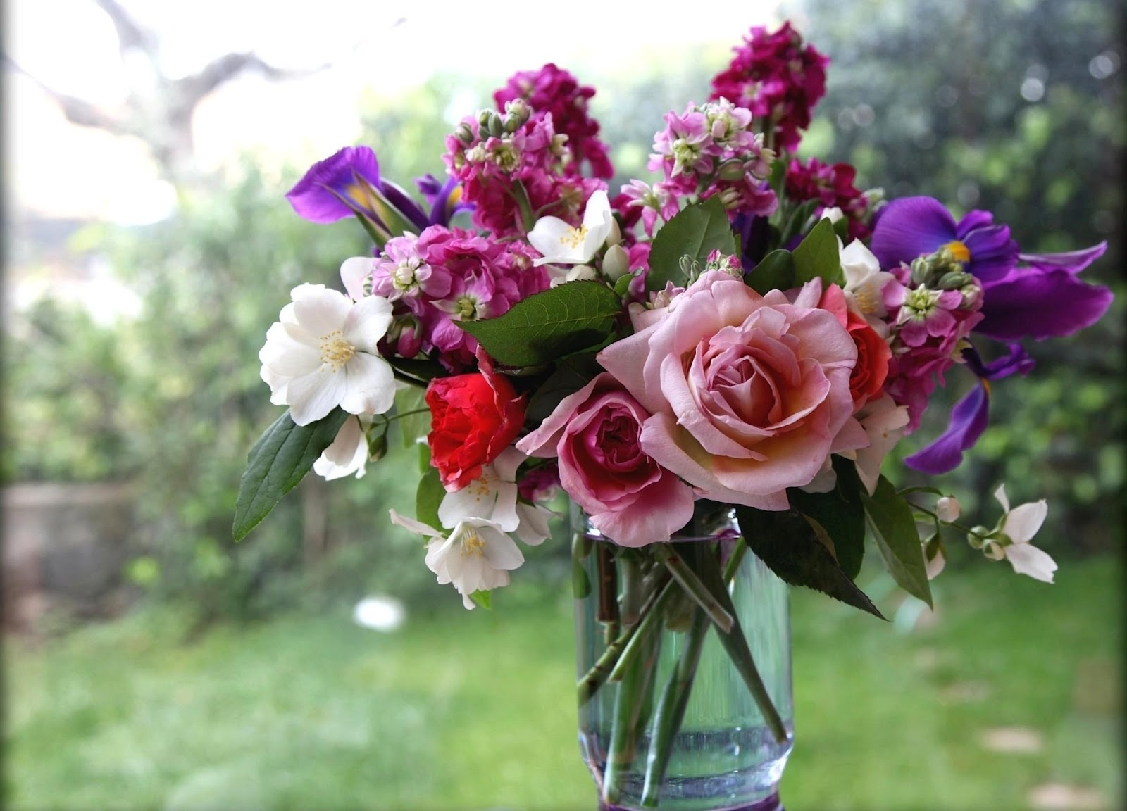 Beautiful Flowers Bouquet Images: Beautiful Flower Wallpapers For You: Vase Of Flowers Wallpaper