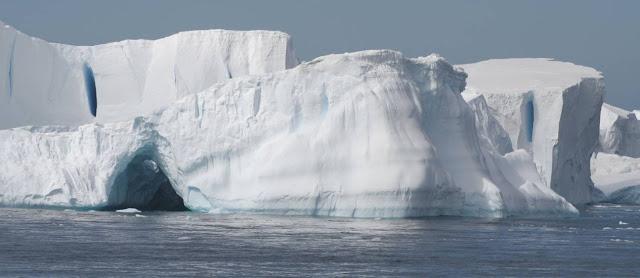 Enormes paredes de gelo que circundam a Terra Plana