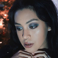 http://www.anamaddock.com/2016/12/holiday-beauty-collections-pop-of-green22.html