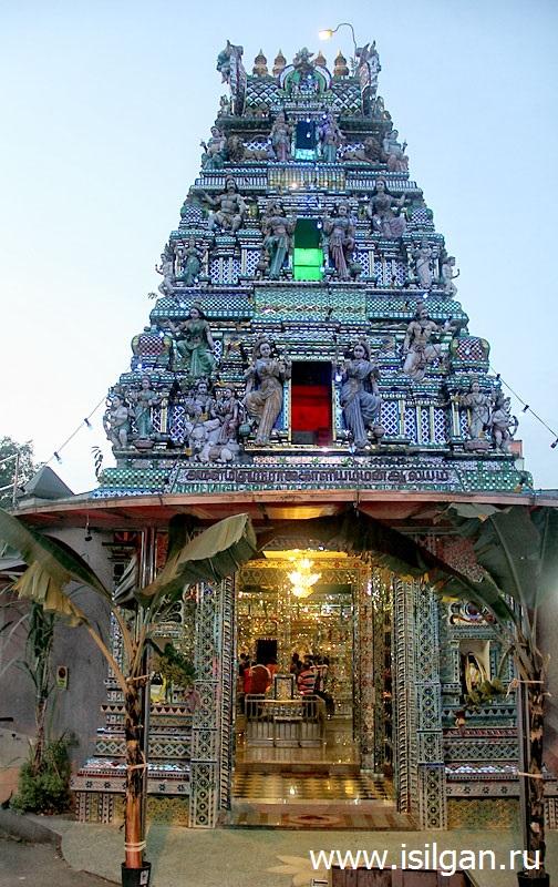 Stekljannyj-hram-Arulmigu-Sri-Rajakaliamman-Hindu-Temple-Gorod-Dzhohor-Baru-Malajzija