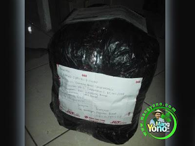 FOTO 4 : Sprinter (kurir) bahkan packing lagi
