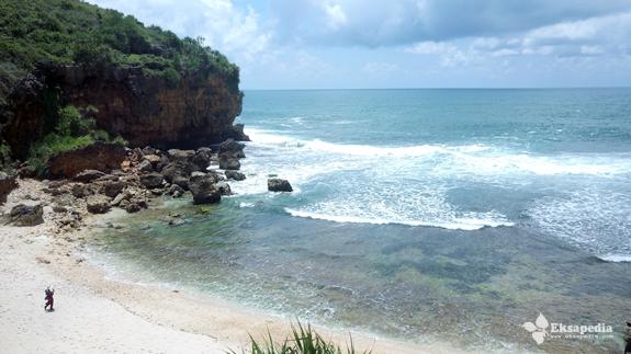 Keindahan Pantai Ngeden