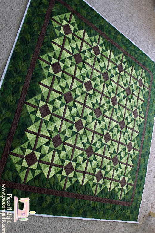 Antique Etoiles Quilt made by Natalia Bonner of Piece and Quilt, The Tutorial designed by Cara Wilson of Cara Quilts for Modabakeshop