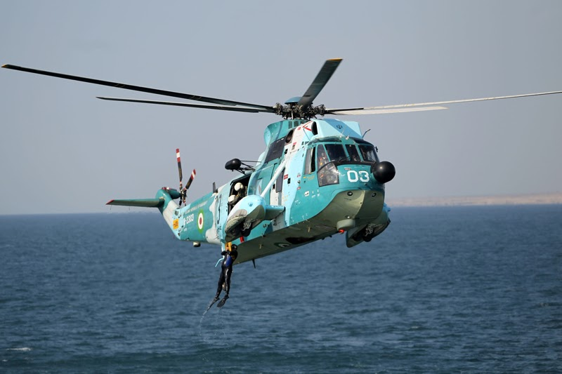 Iranian Navy's SH-3 Sea King Helicopters in Velayat-90 ...