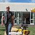 Ο Τζεφ Μπέζος της Amazon με τον σκύλο ρομπότ...