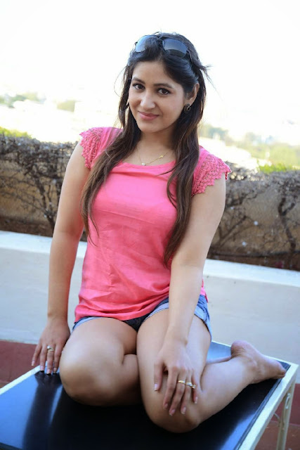 hot images of actress Prabhjeeth Kaur