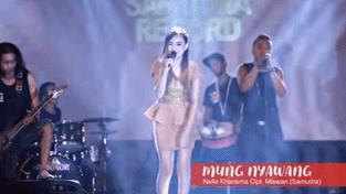 Lirik Lagu Mung Nyawang - Nella Kharisma